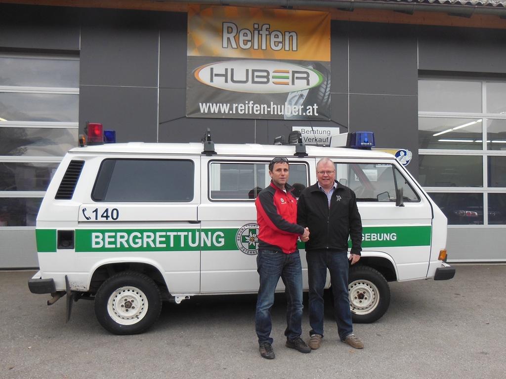 """""""REIFEN HUBER"""" spendiert Winterreifen für Bergrettung Wattens"""